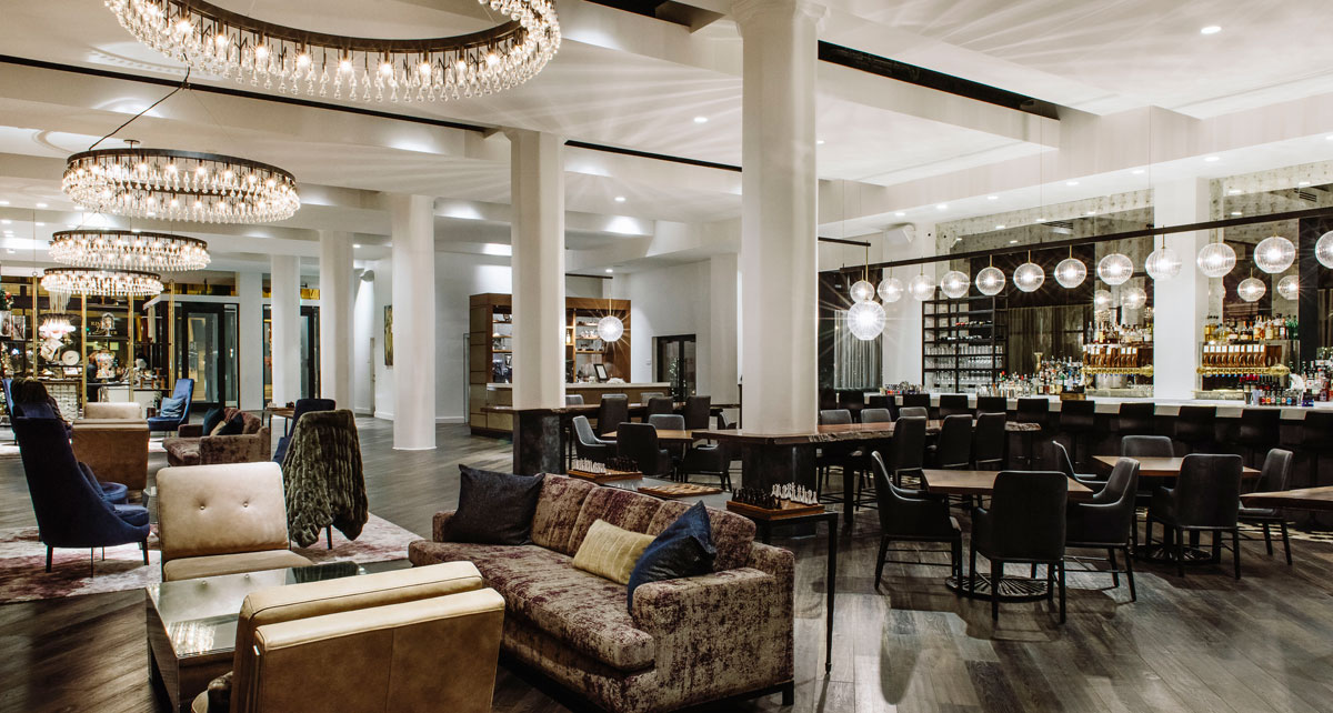 Bar and lounge at Hotel Covington